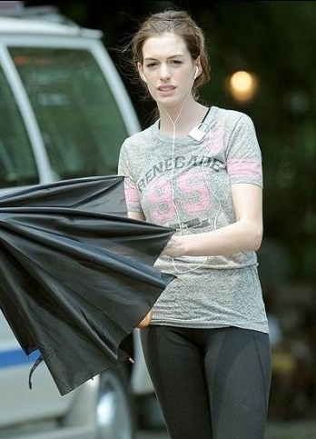 10 Pictures of Anne Hathaway without Makeup | Styles At Life