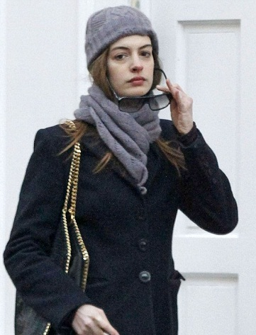 Anne Hathaway without makeup 7