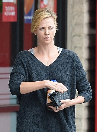 Charlize Theron without Makeup 1