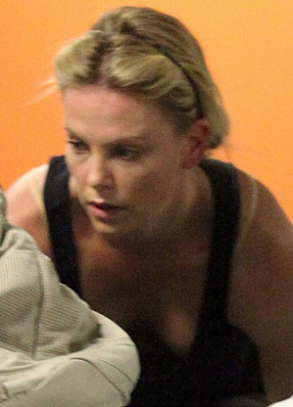 Charlize Theron without Makeup 2
