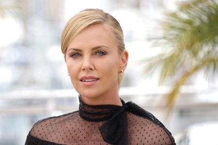 Charlize Theron without Makeup 3
