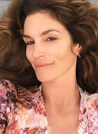Cindy Crawford without makeup 6
