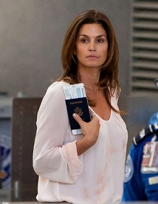 Cindy Crawford without makeup 7