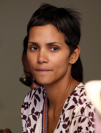 Halle Berry without makeup 1
