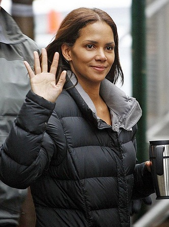 Halle Berry without makeup 10