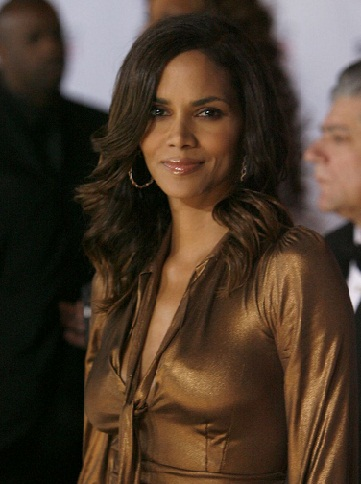 Halle Berry without makeup 5