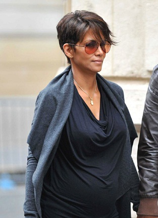 Halle Berry without makeup 9
