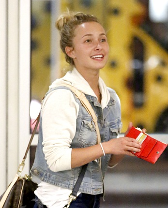 Hayden Panettiere looks amazing in tight jeans as she lands in LA