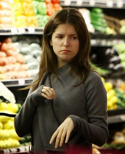 Anna Kendrick Without Makeup