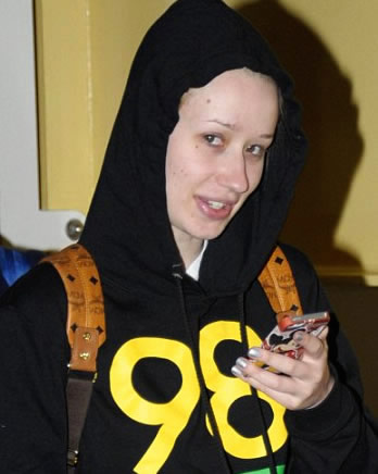 Iggy Azalea Goes Makeup-Free at LAX - toofab.com