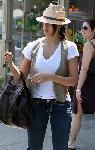 Jessica Alba Without Makeup 11