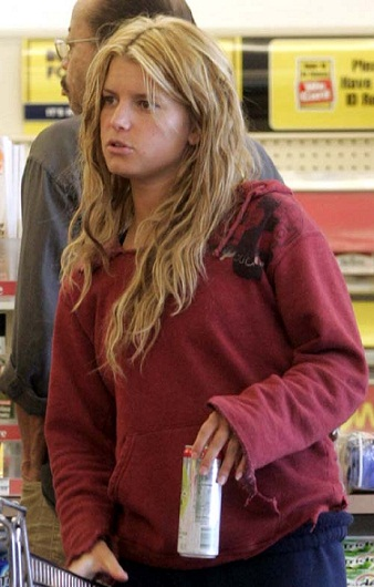 Jessica Simpson without makeup 7