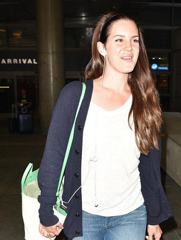 Lana Del Ray without makeup14