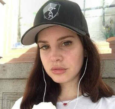 Lana Del Ray without makeup6