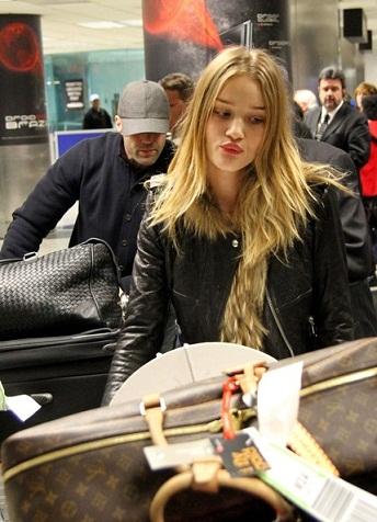 Rosie Huntington Whiteley without Makeup11