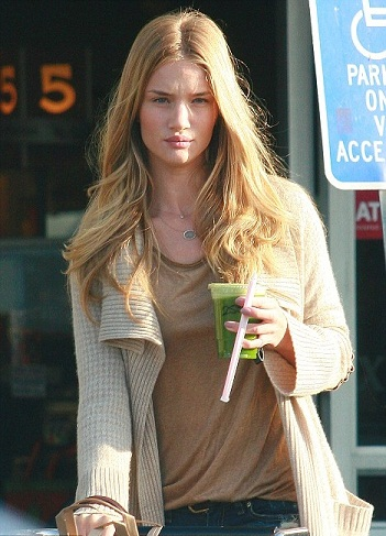 Rosie Huntington Whiteley without Makeup3