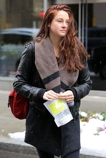 Shailene Woodley without makeup7