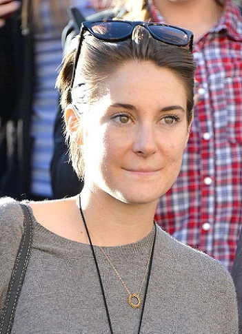 10 pictures of shailene woodley without makeup styles at life. Black Bedroom Furniture Sets. Home Design Ideas