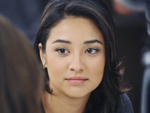 Shay Mitchell Without Makeup 1