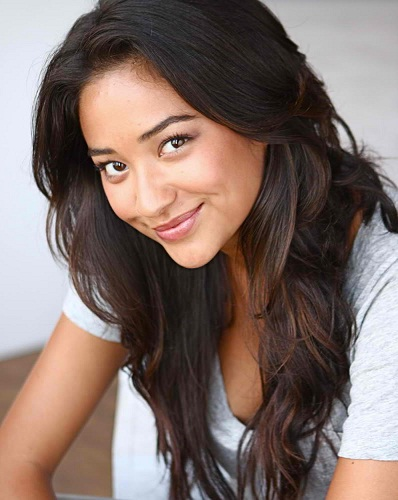 Shay Mitchell Without Makeup 14