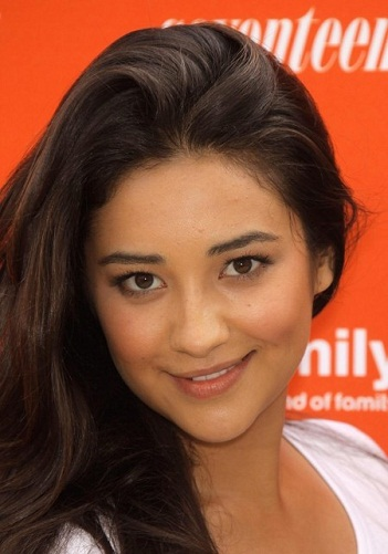 Shay Mitchell Without Makeup 15