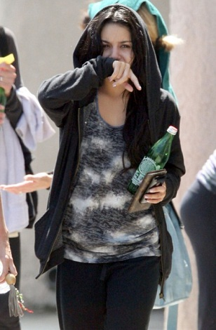 Vanessa-Hudgens-without-Makeup4