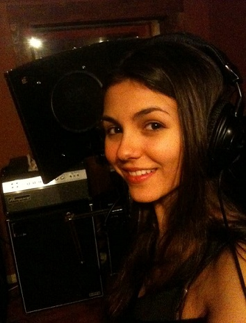 14 stunning pictures of victoria justice without makeup
