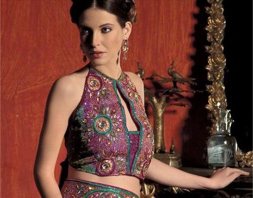 Saree Blouse Designs-Halter Neck Blouse 6