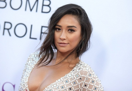 Shay Mitchell Without Makeup