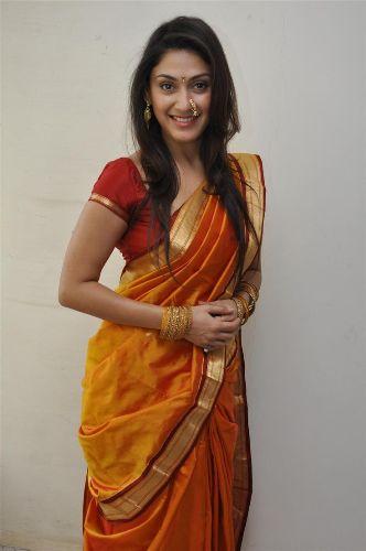 Nauravi Sarees-Adorable Nauvari Saree 9