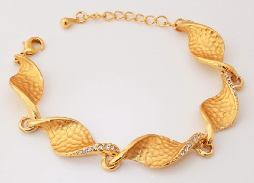 gold-bracelets-for-women-fancy-swirls-shaped-gold-bracelet