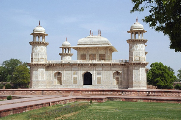 itmad-ud-daulahs-tomb_agra-tourist-places