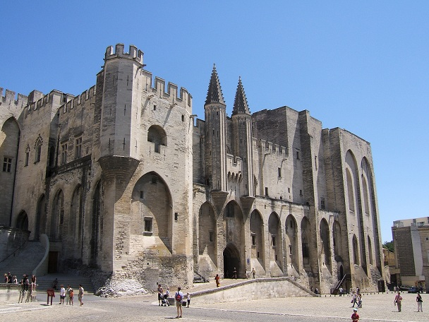 palais-des-papes_france-tourist-places