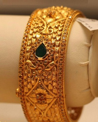 emerald-studded-temple-bangles