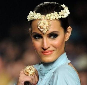 floral-designer-maang-teeka-14