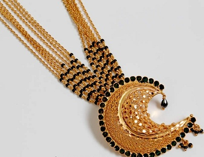 gold-black-beads-mangalsutra-in-multiple-chains-15