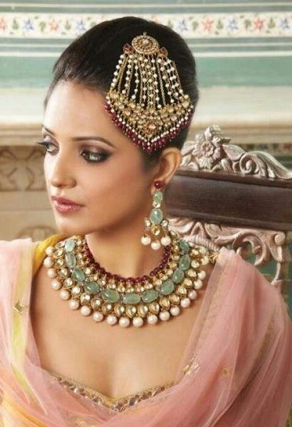 9 Traditional Maang Tikka Designs For Round Face Shape