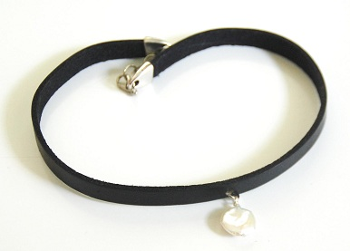 leather-pearl-choker-3