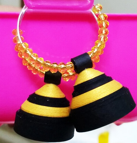 paper-quilling-jewellery-designs-elegant-black-and-golden-colour-jhumka