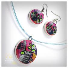 paper-quilling-jewellery-designs-painted-round-quilled-necklace-with-stud