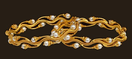 pearl-bangle-by-designer