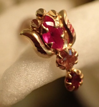 pink-and-red-crystal-lotus-gold-22-gauge-nose-pin-design9