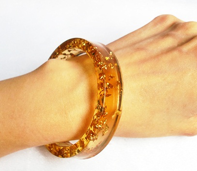 resin-bangle-with-gold-flakes4