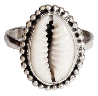 shell-jewellery-designs-ring-made-of-cowrie