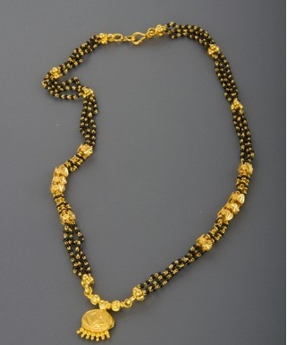Short Mangalsutra Necklace In Gold