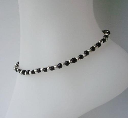 silver-anklets-for-girls-black-and-silver-stretchable-anklets-with-glass-beads
