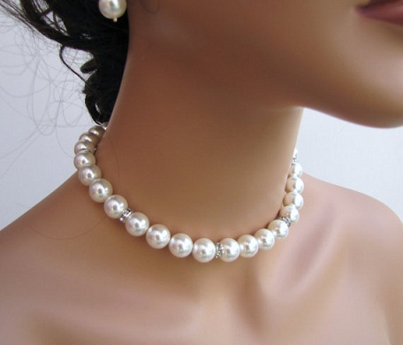 Simple White Pearl Bridal Necklace