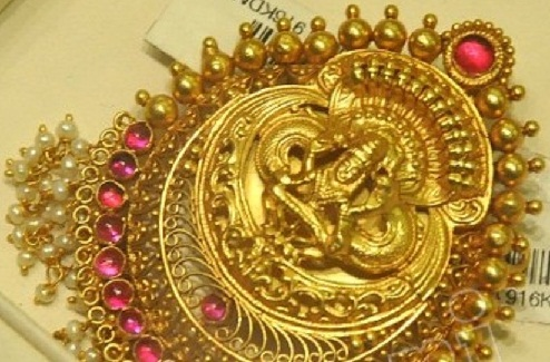 25 gold temple jewellery designs styles at life temple jewellery designs rounded pendant in temple design mozeypictures Choice Image