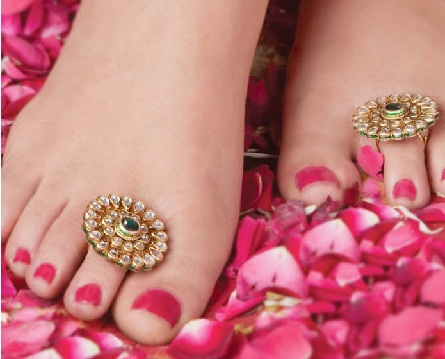 temple-jewellery-designs-toe-rings-plated-in-temple-design