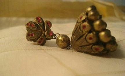temple-jhumka-design-in-terracotta-jewelry